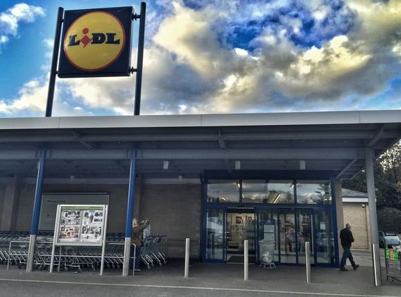 lidl retail Retail park metropolitan store lidl property - we focus our activities on around 10,000 stores and numerous distribution centres throughout europe.